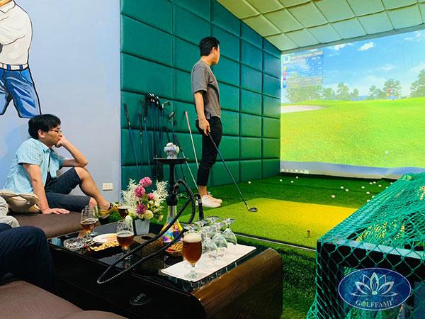 Khách hàng trải nghiệm phòng golf 3d Linh Lang